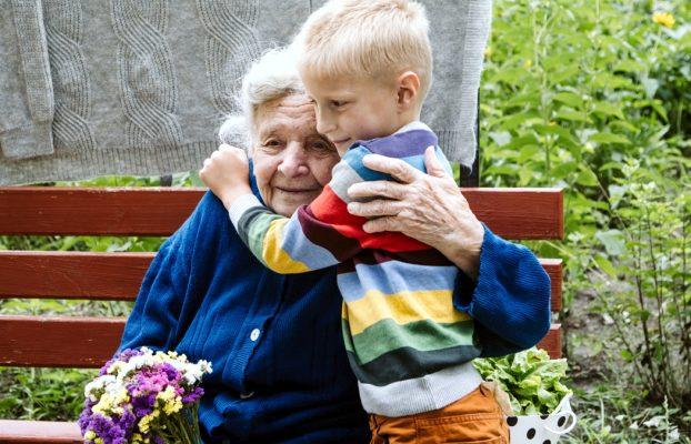 Façamo-nos anjos na alegria de ser neto, na plenitude de sermos avós